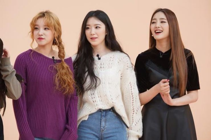 (From left) Yuqi, Shuhua and Minnie from (G)I-DLE in JTBC's 'Idol Room.' Courtesy of JTBC