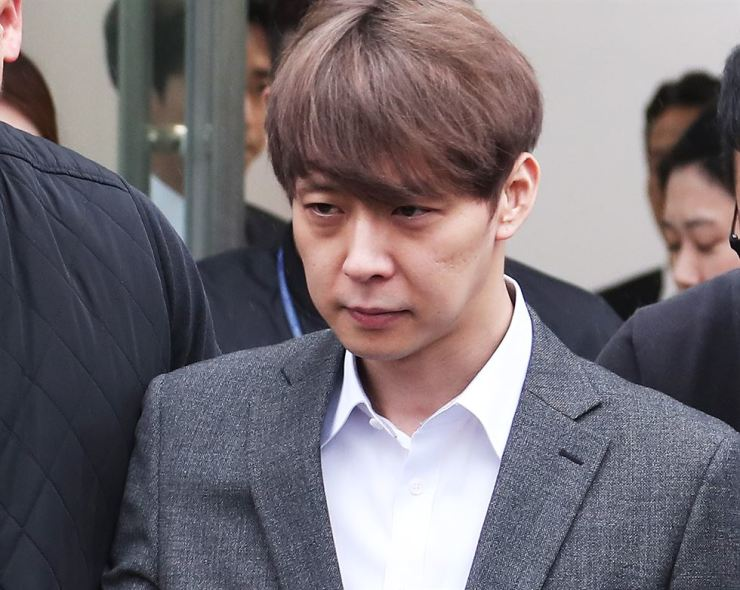 Park Yoo-chun appears at Suwon District Court, south of Seoul, April 26, to attend a an arrest warrant hearing regarding his alleged use of illegal drugs. Yonhap