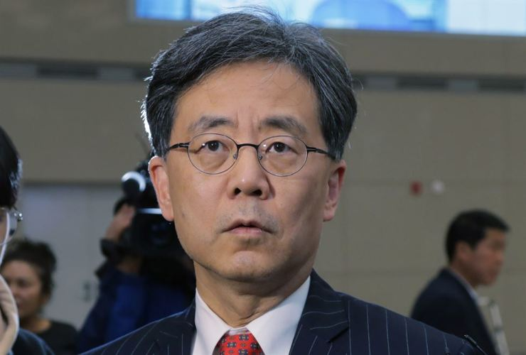 Kim Hyun-chong, deputy head of the presidential office's security council responds to questions from reporters upon his arrival from Washington D.C., April 5, after having consultations with U.S. government officials and politicians ahead of the upcoming summit between President Moon Jae-in and President Donald Trump at White House, April 11. Yonhap