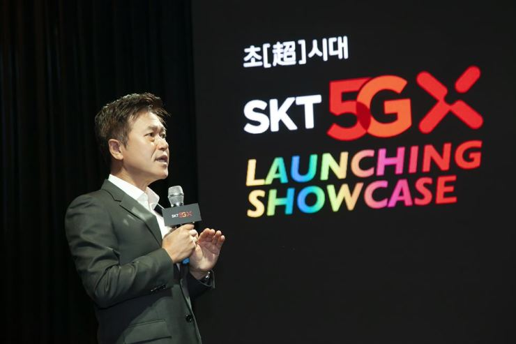 SK Telecom CEO Park Jung-ho speaks during a media showcase at the firm's headquarters in Seoul, Wednesday, announcing the mobile carrier's upcoming 5G services. / Courtesy of SK Telecom