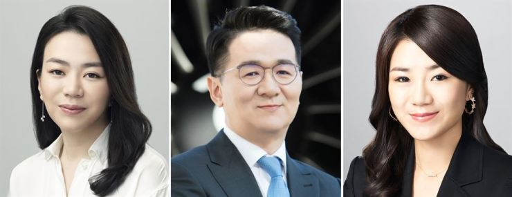 From left are the late Hanjin Group Chairman Cho Yang-ho's first daughter Heather Cho, son and Korean Air President Cho Won-tae and second daughter Emily Cho. Yonhap