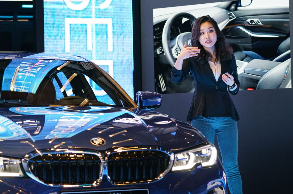 Reporters drive BMW's new 3 Series sedans during a test session touring Seoul and Yangpyeong County, Gyeonggi Province, Wednesday. Courtesy of BMW Korea