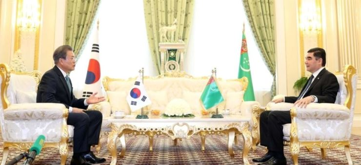 President Moon Jae-in speaks during a summit with Turkmenistan President Gurbanguly Berdimuhamedow, at the latter's presidential palace in the country's capital of Ashgabat, Wednesday. Yonhap