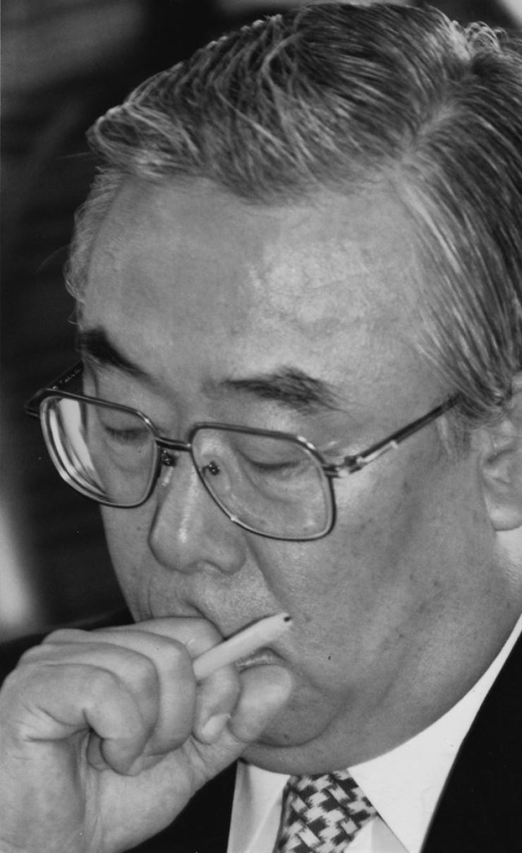 Seo Yong-ung, a star educator who assembled quite a fortune in the 1980s through his business empire Hansaem named after his nickname, died on Monday of a chronic ailment./ Korea Times file