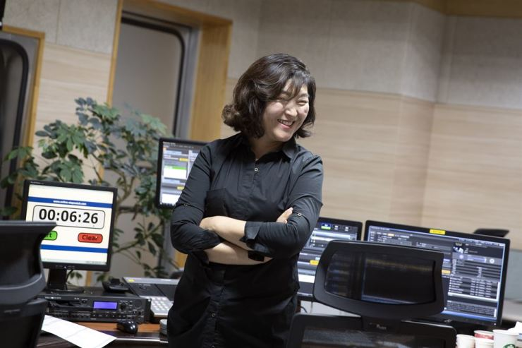 Classic FM Producer Kim Hye-seon posing at a live radio studio at KBS, last Friday. Korea Times photo by Choi Won-suk