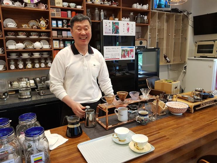 Tea sommelier Cho Tae-san brews coffee and tea at his shop, Bacio, May 8, Seoul. /Korea Times photo by Bahk Eun-ji