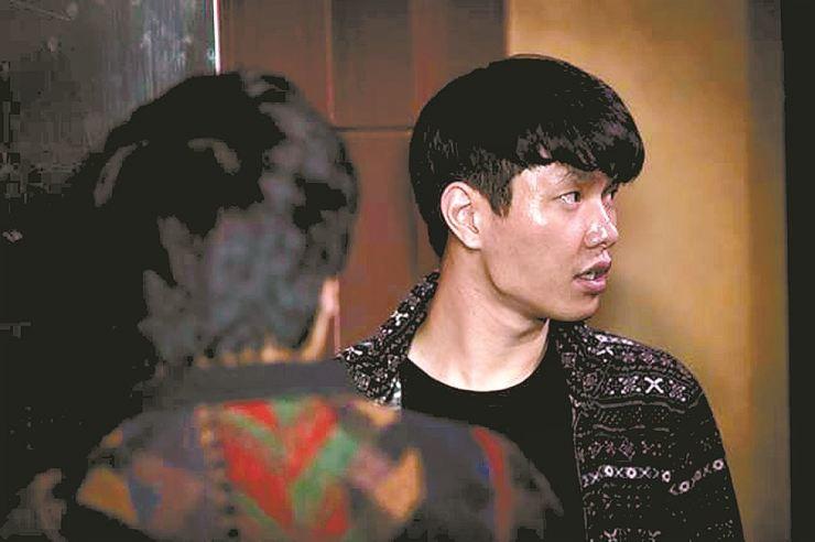 Director Yeon Je-gwang, right / Korea Times file