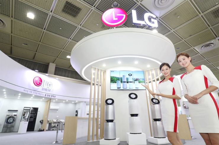 LG claims its household goods related to air quality have a competitive edge thanks to a wide range of products and comprehensive care services for rental users. Korea Times file