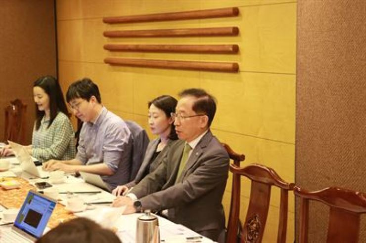 Kuk Young, right, president of the Daegu Gyeongbuk Institute of Science and Technology (DGIST), speaks during a press conference at a restaurant in Seoul, Friday. / Courtesy of DGIST
