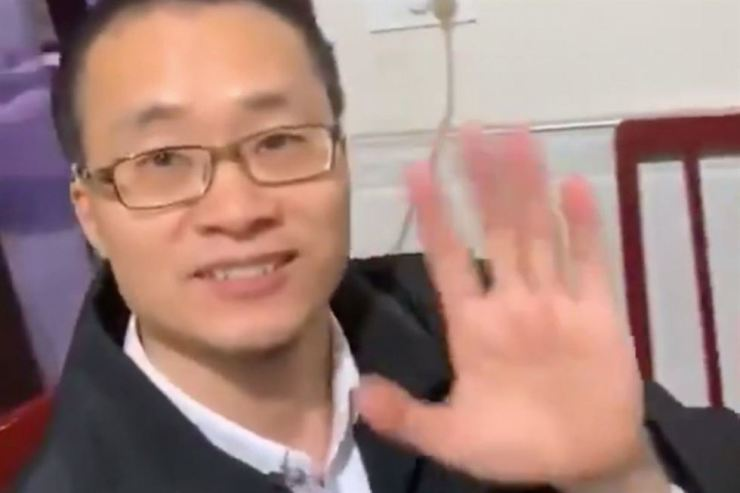 Human rights lawyer Tang Jingling returned to his hometown in Jingzhou, Hubei province on Monday evening after he was released from jail. Photo from South China Morning Post