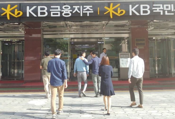 Employees enter KB Financial Group's building on Yeouido, Seoul, in this file photo. / Korea Times file