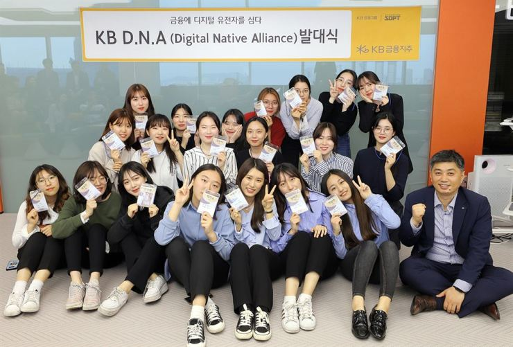 KB Financial Group Digital Strategy Department General Manager Park Hyoung-joo, first from right, poses with college students selected by the group's fintech idea contest, KB Digital Native Alliance, at the financial group's training center in Hapjeong-dong, Seoul, May 22. / Courtesy of KB Financial Group