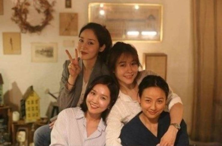 Clockwise from top left are Fin.K.L's Sung Yu-ri, Ock Joo-hyun, Lee Hyo-ri and Lee Jin. Instagram image