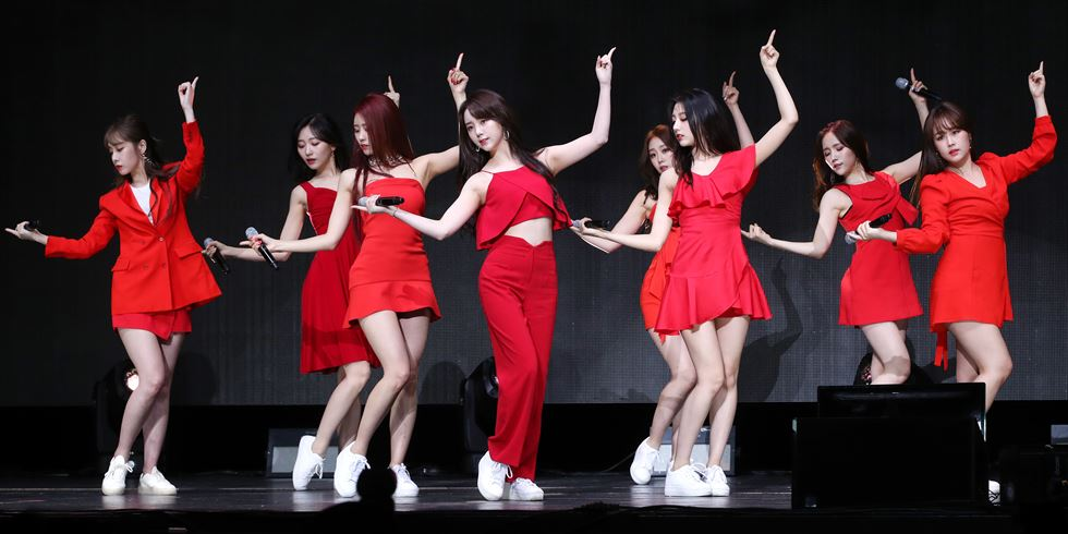 K-pop girl group LOVELYZ poses in a showcase for its sixth mini-album 'Once Upon A Time' at Blue Square in central Seoul, Monday. Courtesy of Woollim Entertainment