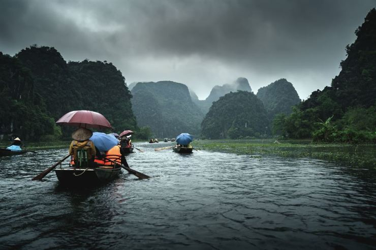Green mountains at Tam Coc in Ninh Binh, northern Vietnam / gettyimagesbank