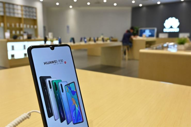 A Huawei smartphone is seen in a Huawei store in Shanghai on May 22. AFP
