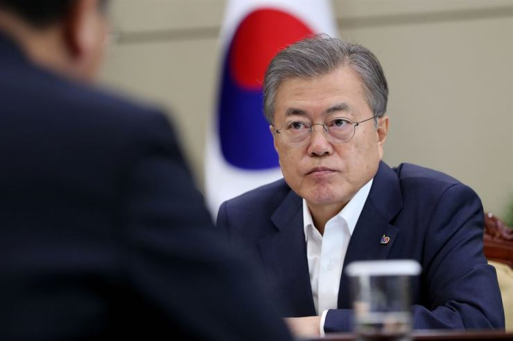 South Korean President Moon Jae-in's administration said Wednesday it will begin official procedures associated with its plan for food aid to Pyongyang. Courtesy of Cheong Wa Dae