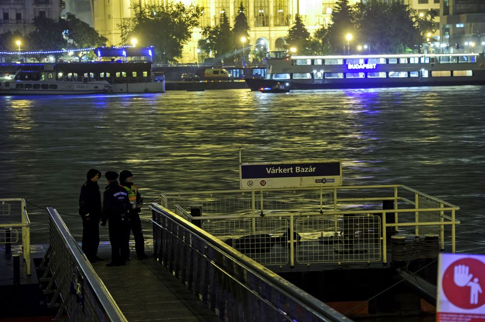Staff from the South Korean Embassy in Budapest talk with a police officer on the banks of the River Danube in Budapest, Hungary, Thursday after at least seven people died when a sightseeing boat and another vessel collided. Nineteen people are missing from the tourist boat that capsized and sank in the river late Wednesday (local time). There were 33 South Koreans and two Hungarian personnel on the boat. EPA