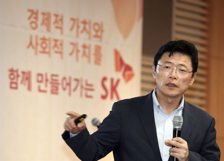 Lee Hyung-hee, who leads the social value committee in SK SUPEX Council, speaks during a press conference at SK Group office in Jung-gu, Seoul, Tuesday. Courtesy of SK Group