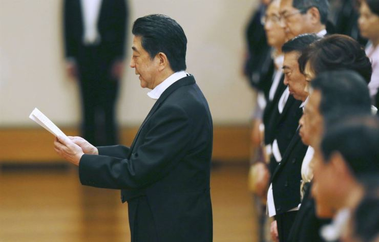 Japanese Prime Minister Shinzo Abe delivers a speech as new Emperor Naruhito attends a ritual after succeeding his father Akihito at the Imperial Palace in Tokyo, Wednesday. / AP-Yonhap