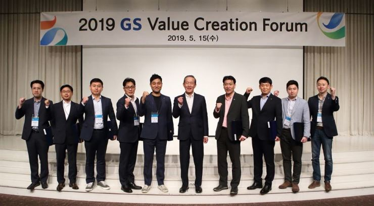 GS Group Chairman Huh Chang-soo, sixth from left, poses with the group's employees during the GS Value Creation Forum held at GS Tower in Gangnam-gu, Seoul, Wednesday. Courtesy of GS Group