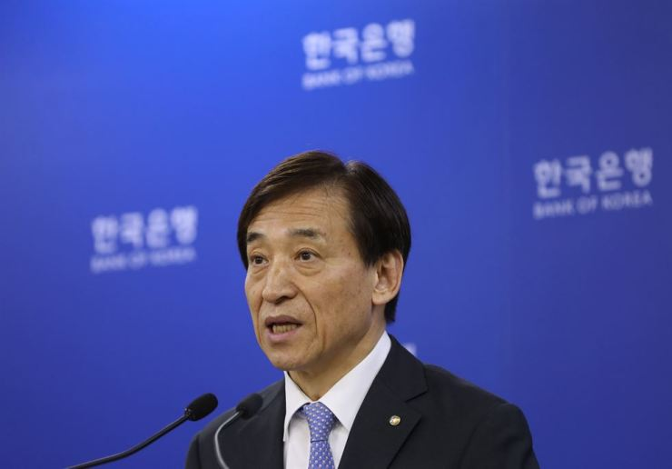 Bank of Korea Governor Lee Ju-yeol speaks about its rate freeze at a press conference in Seoul on Friday. Yonhap