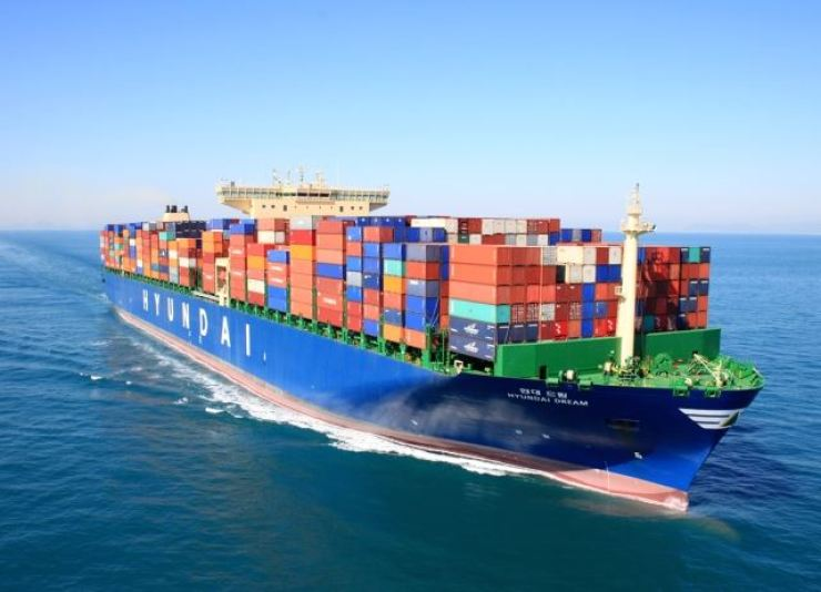A Hyundai Merchant Marine container ship / Courtesy of Hyundai Merchant Marine