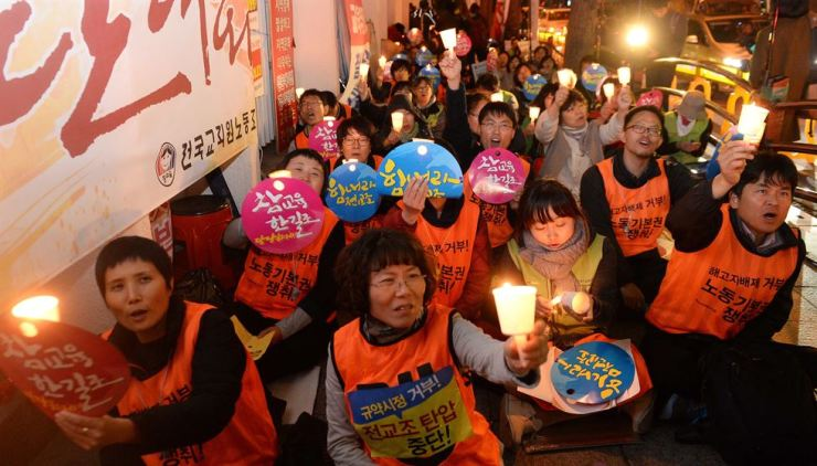 The Korean Teachers and Education Workers Union fails to attract new teachers to join their cause and total members has halved over the years. Korea Times file