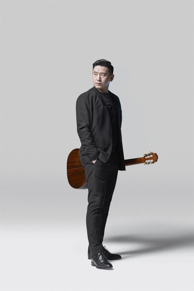 Korean-Belgian guitarist Denis Sungho holds his first recital at the Seoul Arts Center in eight years, Wednesday. Courtesy of Denis Sungho