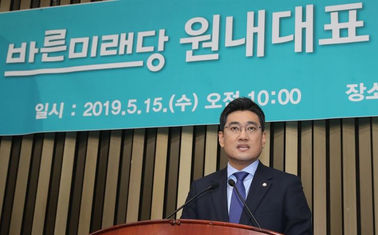 Rep. Oh Shin-hwan, the new floor leader of minor opposition Bareunmirae Party, speaks after being elected for the post at the National Assembly in Yeouido, Seoul, Wednesday. News1