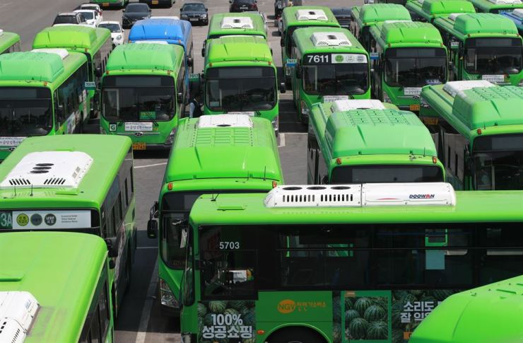 Unionized bus drivers plan to stage a strike May 15 if their employers fail to raise their pay before the 52-workhour week is implemented in July. Drivers are expected to lose up to 1 million won ($850) per month due to the new regulations. Yonhap
