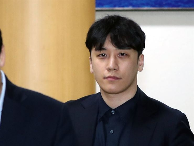 Seungri leaves Sophisticated Crime Investigation Unit under the Seoul Metropolitan Police Agency in Seoul's Jongno-gu, May 3, after being questioned for allegedly embezzling money from Burning Sun, a night club in Seoul's Gangnam district. Yonhap