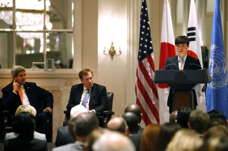 Secretary of State John Kerry, left, and State Department special envoy Robert King, center, listen as North Korean human rights activist Shin Dong-hyuk delivers remarks during an event on human rights in North Korea at the Waldorf Astoria Hotel Tuesday, Sept. 23, 2014 in New York. AP-Yonhap