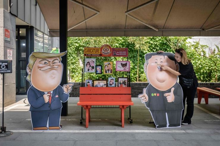 Caricatures depicting U.S. President Donald Trump and North Korean leader Kim Jong-un outside a shop in Seoul on May 16. AFP-Yonhap
