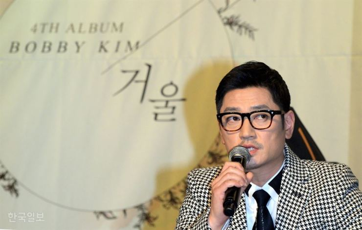 Bobby Kim speaks during a press conference at The Riverside Hotel in Seoul's Seocho-gu, Oct. 22, 2014, after releasing the full-length album 'Mirror.' Korea Times file
