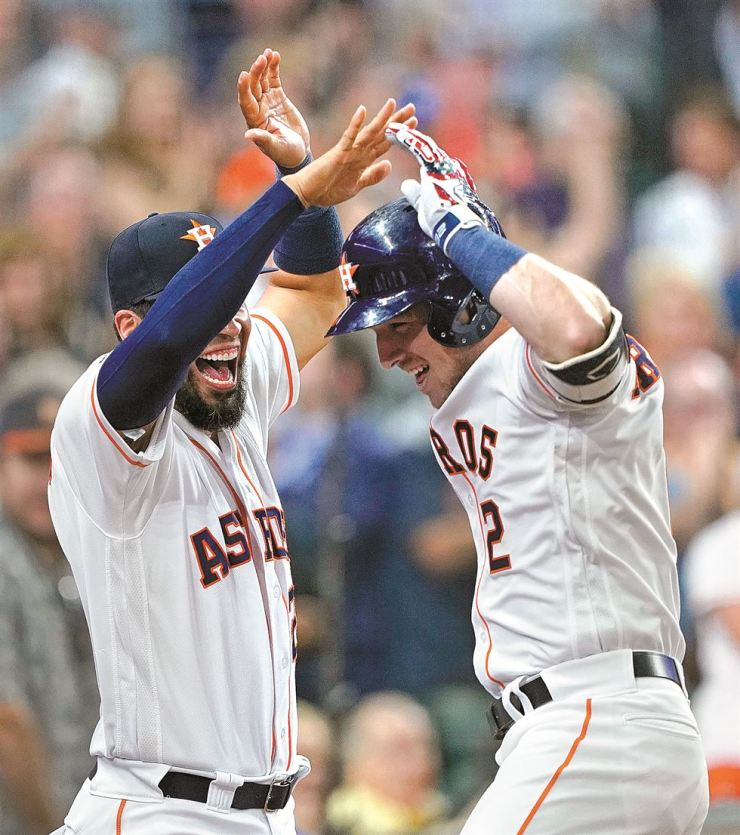 Houston Astros' Alex Bregman, right, celebrates with Robinson Chirinos after hitting a two-run home run against the Chicago Cubs during the sixth inning of a baseball game in Houston, Tuesday. AP-Yonhap