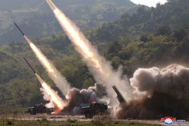 The short-range missiles that North Korea fired this week are believed to be a version of Russia's Iskander ballistic missile, and their flight across the territory appears to show the reliability of the weapon, experts said. Yonhap