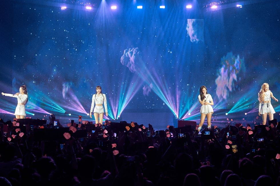 K-pop girl band BLACKPINK excited fans in Berlin during the 'BLACKPINK 2019 WORLD TOUR with KIA [IN YOUR AREA] BERLIN' gig on Friday (local time) at Max-Schmeling-Hall. Courtesy of YG Entertainment