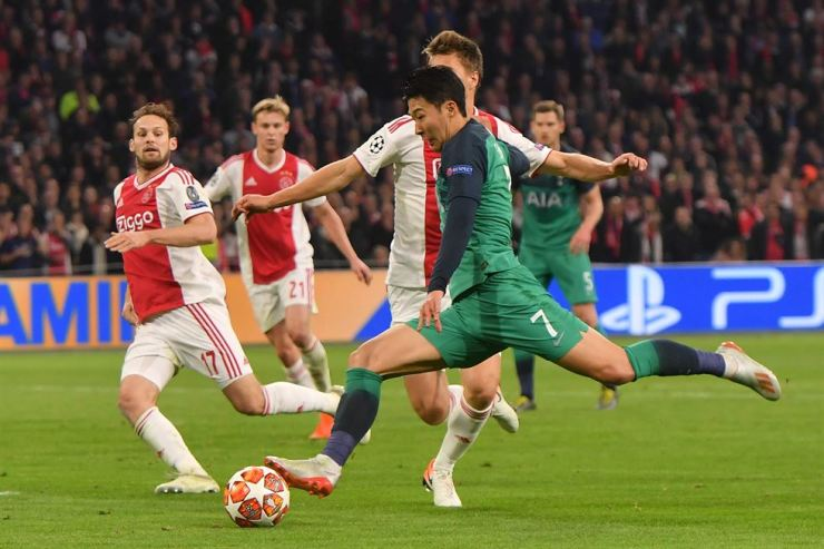 Tottenham Hotspur's South Korean forward Heung-min Son prepares to kick the ball during the UEFA Champions League semi-final second leg football match between Ajax Amsterdam and Tottenham Hotspur at the Johan Cruyff Arena, in Amsterdam, on May 8. AFP-Yonhap