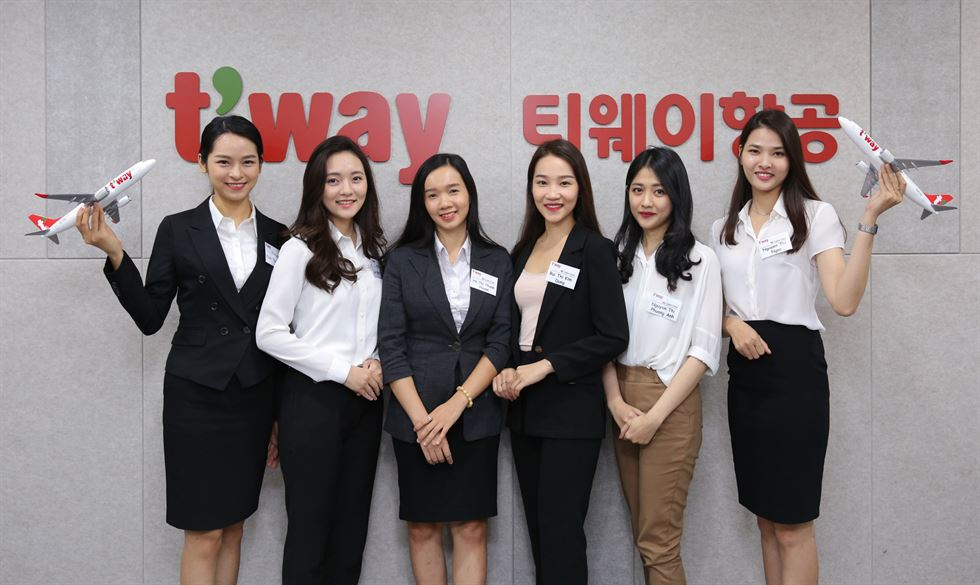 Jeju Air employed 10 Vietnamese flight attendants, who started to provide services on the airline's four routes to Vietnam, Wednesday. Courtesy of Jeju Air