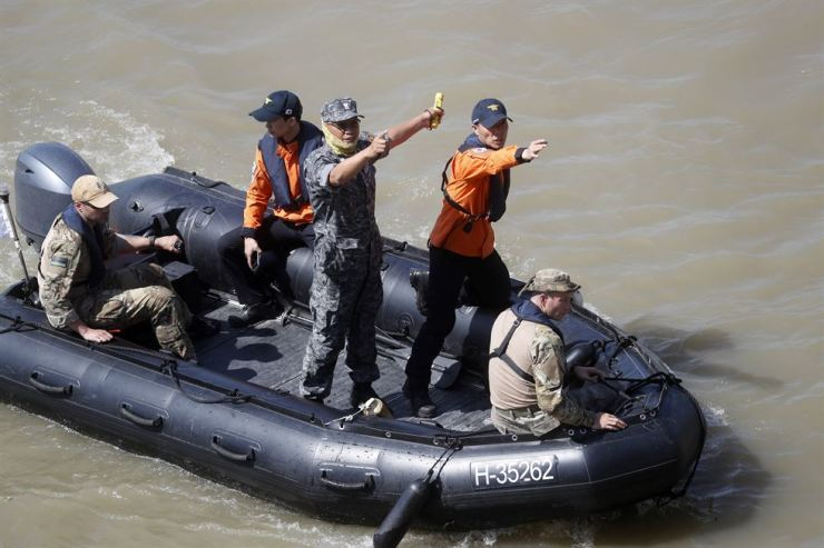 South Korean rescue team inspects the site of a ship accident on the Danube river where a sightseeing boat capsized in Budapest, Hungary, Saturday, June 1, 2019. AP-Yonhap