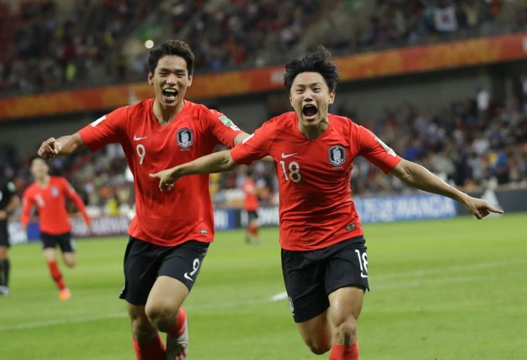 Korea's Cho Young-wook, right, celebrates with Oh Se-hun after scoring his side's third goal during the quarter final match against Senegal at the U-20 World Cup football in Bielsko Biala, Poland, Saturday. AP