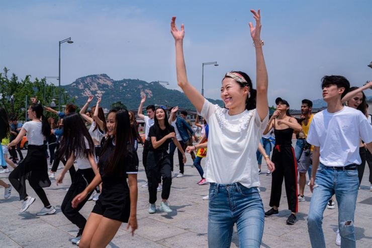 Contestants of the Face of Asia final contest participate in a flash mob, performing along to U.S. singer Keala Seattle's song 'This is Me' at Gwanghwamun Square in Central Seoul last Monday. Their performance was part of the two-week-long Boot Camp. / Courtesy of AMFOC
