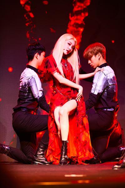 K-pop diva Chungha released her fourth mini-album, 'Flourishing,' on Monday. Courtesy of MNH Entertainment
