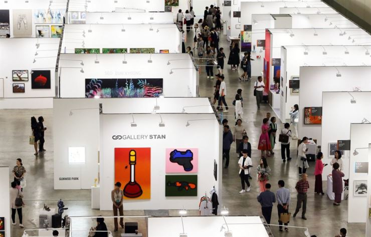 Visitors take a look around Art Busan 2019 at BEXCO in Busan, Thursday. Yonhap