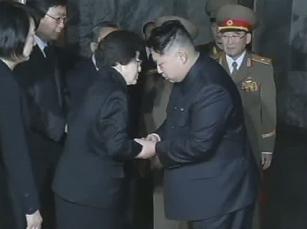 Kim Yo-jong, right, the younger sister of North Korean leader Kim Jong-un, delivers condolence flowers he sent marking the death of former South Korean first lady Lee Hee-ho, to Chung Eui-yong, center, the chief of the National Security Office, at the border village of Panmunjeom, Wednesday. On the left is Rep. Park Jie-won of the minor opposition Party for Democracy and Peace. Courtesy of Ministry of Unification