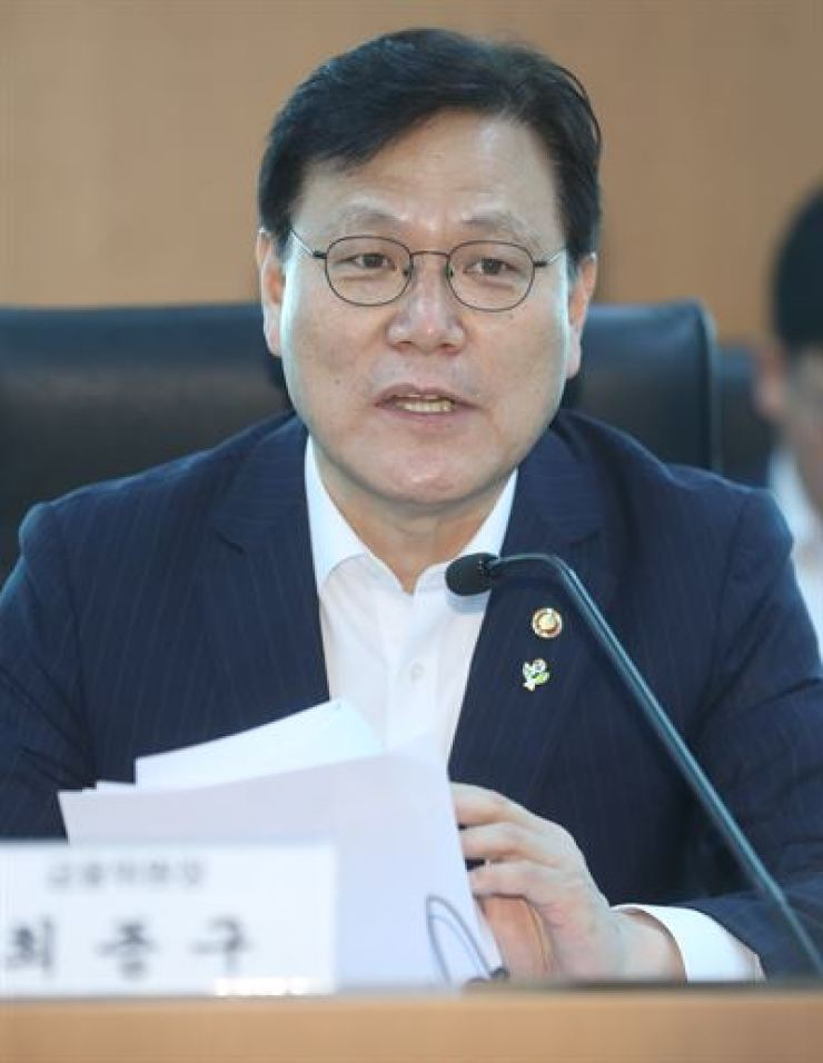 Financial Services Commission Chairman Choi Jong-ku speaks about his plan for a renewed auditing system in a meeting in Seoul, Thursday. Yonhap