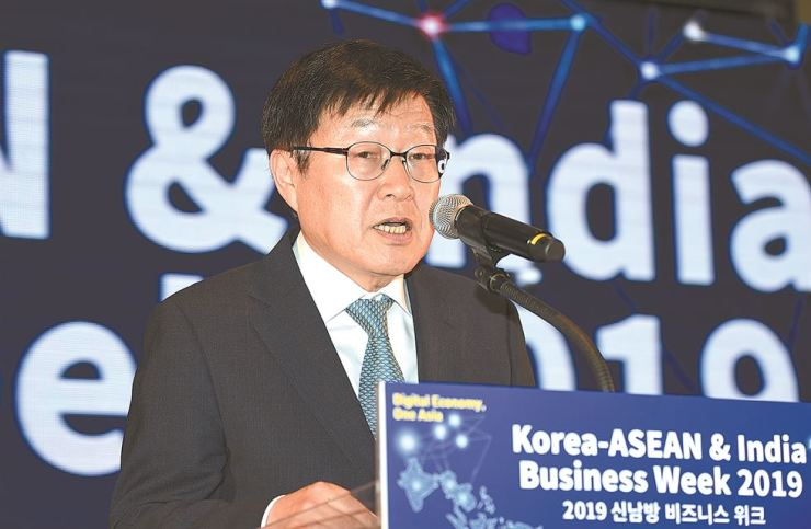 Korea International Trade Association (KITA) Chairman Kim Young-ju delivers an opening speech at '2019 Korea-ASEAN & India Business Week' held at COEX in Seoul, Tuesday. / Courtesy of KITA