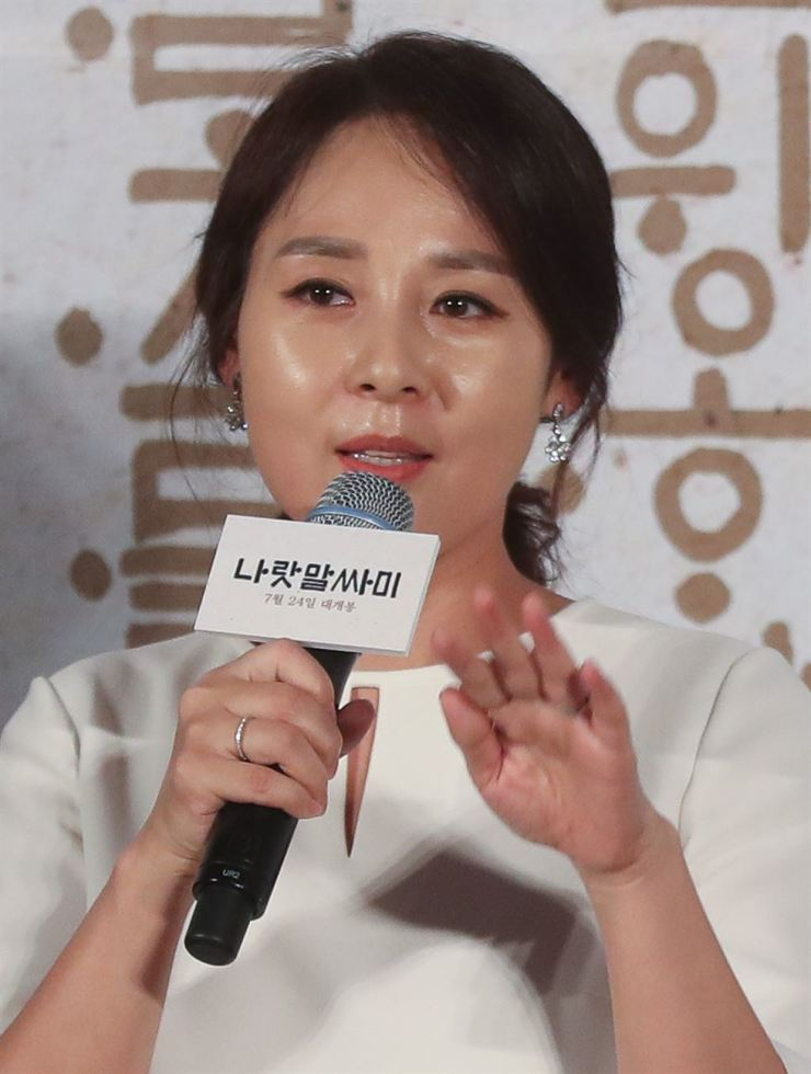 Actress Jeon Mi-seon answers questions from reporters during a news conference to preview the forthcoming movie 'The King's Letters' at Megabox cinema in Jung-gu, Tuesday./ Yonhap