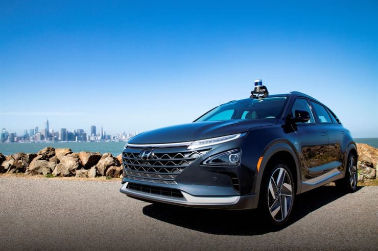 A Hyundai Nexo hydrogen fuel-cell vehicle with Aurora's self-driving systems / Courtesy of Hyundai Motor Group